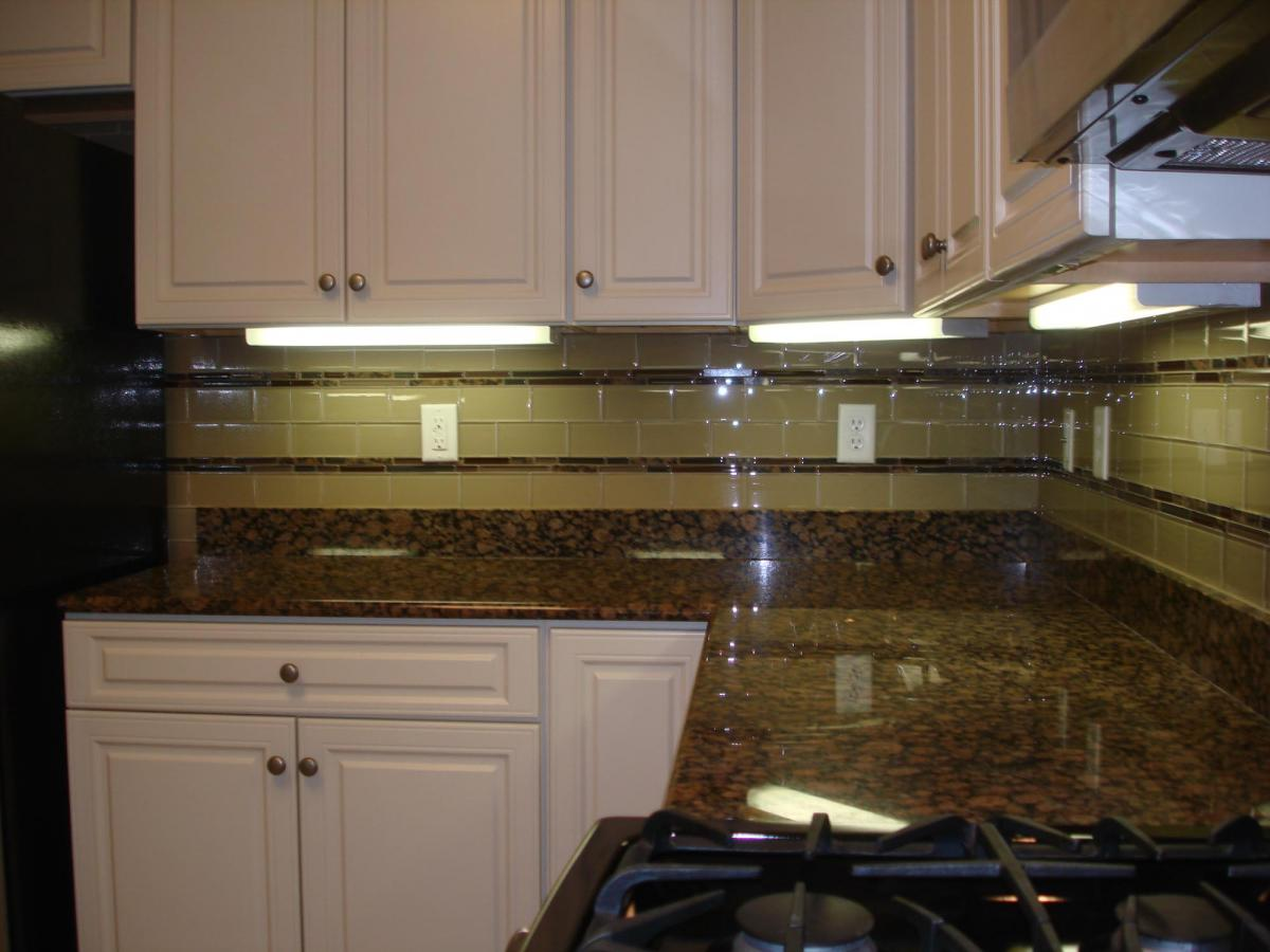 glass 3x6 kitchen tile backsplash with two granite and glass stick borders