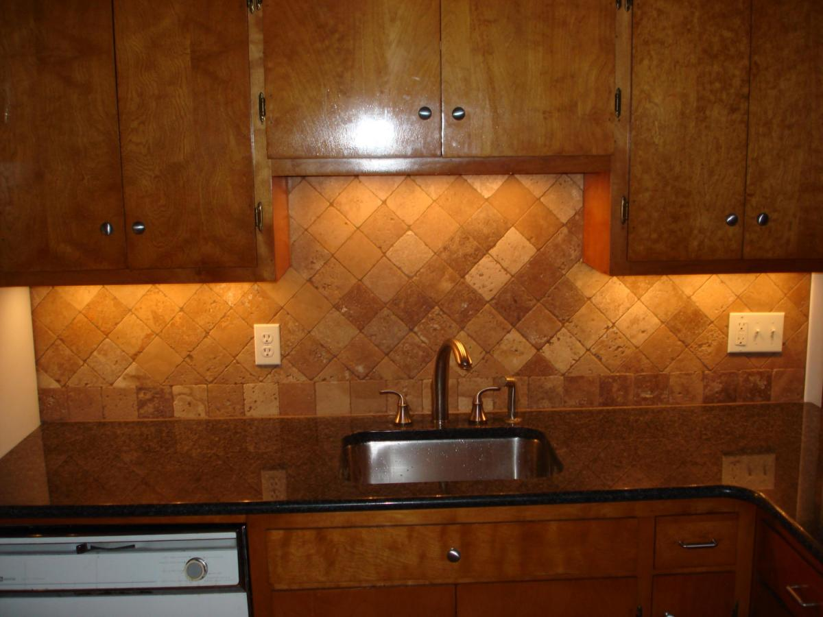 tumbled travertine backsplash on diagonal layout first course straight