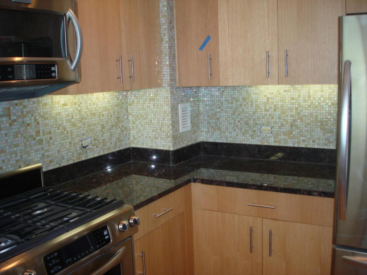 Glass mossaic backsplash