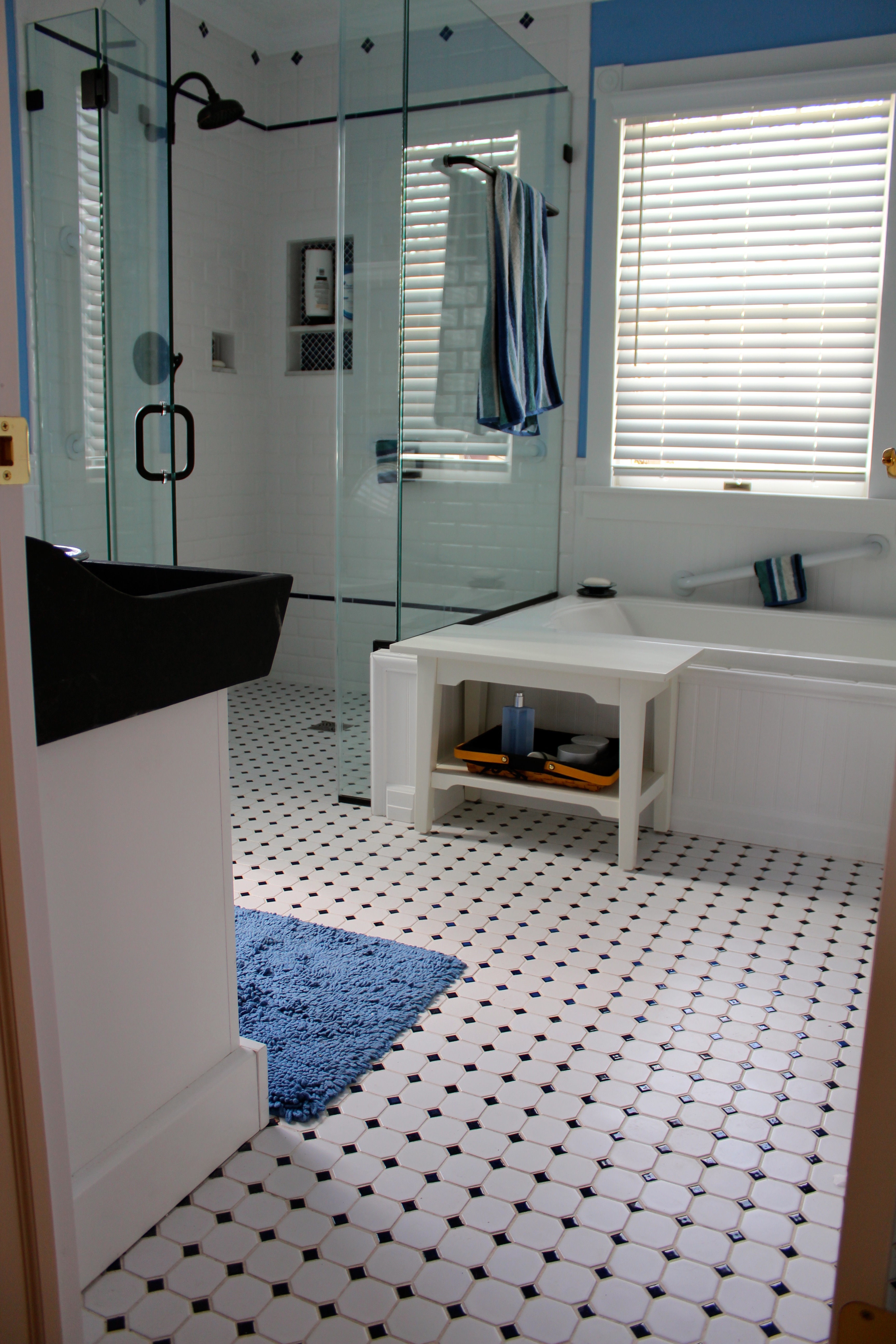 Vintage black and white bathroom ideas - Blue And White Tile Floor Bathroom Furniture Ideas