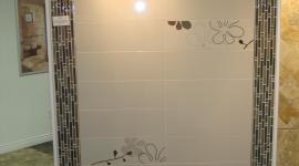 Porcelain tile display with glass accent and flower decos
